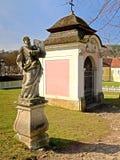 Heiligenkreuz - stationer av korset Arkivbilder