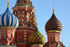 Heiliges Basil Cathedral und Vasilevsky-Abfall des Roten Platzes in Moskau, Russland Lizenzfreie Stockbilder