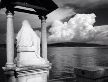 Heiliges, das Lago Maggorie in Arona, Italien übersieht Lizenzfreie Stockfotografie