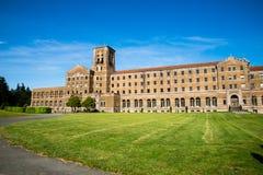 Heiliges Edward Seminary, Ansicht vom Rasen lizenzfreies stockbild