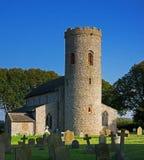 Heiliges Margarets-Kirche mit rundem Turm Lizenzfreie Stockbilder