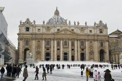 Heiliges Peters unter den Schneefällen Stockfotos