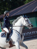 HEILIGES PETERSBURG 5. JULI: Rider Aleksandra Pushkarskaya auf Corin Lizenzfreies Stockbild