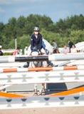 HEILIGES PETERSBURG 5. JULI: Rider Aleksandra Pushkarskaya auf Corin Lizenzfreie Stockfotografie
