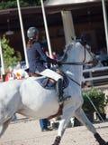 HEILIGES PETERSBURG 5. JULI: Rider Aleksandra Pushkarskaya auf Corin Stockfotos