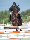 HEILIGES PETERSBURG 5. JULI: Rider Andrius Petrovas auf Complimento Lizenzfreie Stockfotos