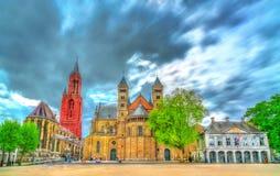 Heiliges Servatius Basilica und St. John Church auf Vrijthof-Quadrat in Maastricht, die Niederlande stockbilder