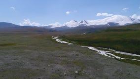 Heiliges Tal des Friedens Ukok mit Bergen stock footage