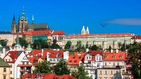 Heiliges Vitus-Kathedrale mit Teil des Palastes komplexes Hradcany Prag Tschechische Republik stockbild