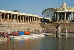 Heiliges Wasserbecken in Indien Lizenzfreie Stockfotos