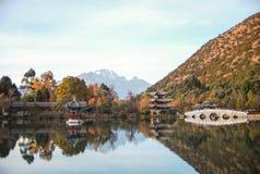 Heillongtan,在Lijiang的黑色龙池 免版税库存图片