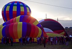 Heißluft-Ballone bei Sonnenaufgang an der Albuquerque-Ballon-Fiesta Stockfotografie