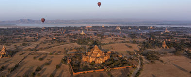 Heißluft steigt - Bagan - Myanmar im Ballon auf Stockbilder