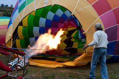 Heißluftballonaufblasen Stockfoto