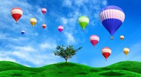 Heißluftballone, die über grünes Feld schwimmen Lizenzfreies Stockbild