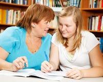 Heimarbeits-Hilfe von der Mamma oder vom Lehrer Stockbild