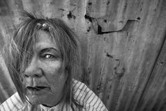Heimatlose Frau lizenzfreie stockfotos