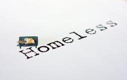 Heimatlose Person auf Bank Lizenzfreies Stockfoto