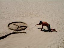 Heimatloser Sandkünstler stockfoto
