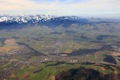 Heimberg con fotografia di vista aerea della Svizzera delle montagne delle alpi Fotografie Stock Libere da Diritti