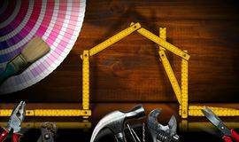 Heimwerkenkonzept - Haus- und Arbeitswerkzeuge stockbilder