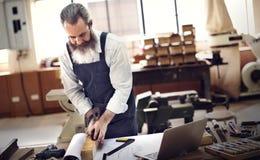 Heimwerker-Occupation Craftsmanship Carpentry-Konzept Lizenzfreie Stockfotos