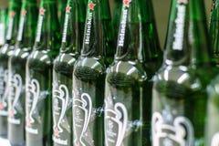 Heineken-Bier op opslagplanken Royalty-vrije Stock Foto