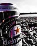 Heineken na praia, refrescando fotos de stock