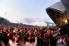 Οι άνθρωποι σε μια εναρκτήρια ελεύθερη συναυλία στη Heineken Primavera ηχούν το φεστιβάλ του 2013 Στοκ εικόνα με δικαίωμα ελεύθερης χρήσης