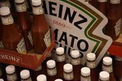 HEINZ POMIDOROWEGO ketchupu butelki Zdjęcie Stock