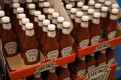 HEINZ POMIDOROWEGO ketchupu butelki Obrazy Royalty Free