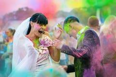 Heirat auf holi Festival Lizenzfreie Stockbilder