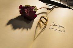 Heiraten Sie mich - Herzschatten Stockfotos