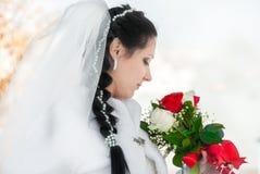 Heiratender Brautschleier und Blumen Lizenzfreie Stockfotos