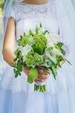 Heiratender grüner Blumenstrauß in der rustikalen Art Lizenzfreies Stockbild