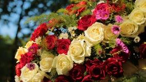 Heiratender unterschiedlicher Dekor, Stroh Draußen Hochzeitszeremonie, Fokus, Nahaufnahme stock footage
