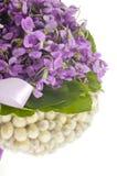 Heiratender violetter Blumenstrauß Stockbilder