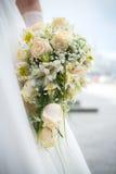 Heiratender weißer Blumenstrauß Lizenzfreie Stockfotos