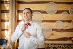 Heiratsbräutigamrotschmetterling stockfoto