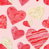 Heiratsvalentinstag der roten und goldenen nahtlosen Muster-Liebe der Herzen des Aquarells stock abbildung