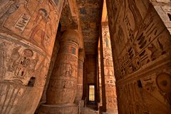 Heiroglyphs van Medinat Habu. Luxor, Egypte royalty-vrije stock foto's