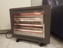 Heizung elektrisch auf dem kalten Bodenwinter stockfotos