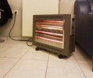 Heizung elektrisch auf dem kalten Bodenwintergerät lizenzfreie stockfotos