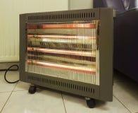 Heizung elektrisch auf dem kalten Bodenwintergerät lizenzfreie stockfotografie