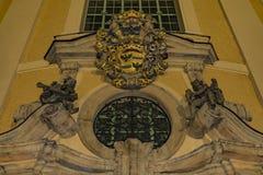 Hejnice-Kirche in der dunklen Winternacht lizenzfreie stockfotos