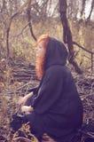 Heks met magische brand Stock Foto's