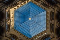 Heksagonalny ołowiany szklany sufit w atrium Obrazy Stock