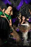 Heksen met bezems Stock Afbeeldingen