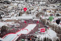 Hel Hahnenkamm Ski Race em declive do ¼ de Kitzbà imagem de stock royalty free