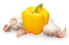 Hel ny gul spansk peppar och vitlök med kryddnejlikor Royaltyfria Foton